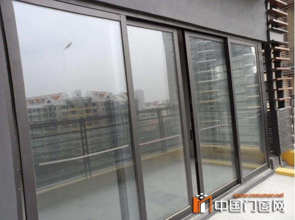 安装铝合金窗