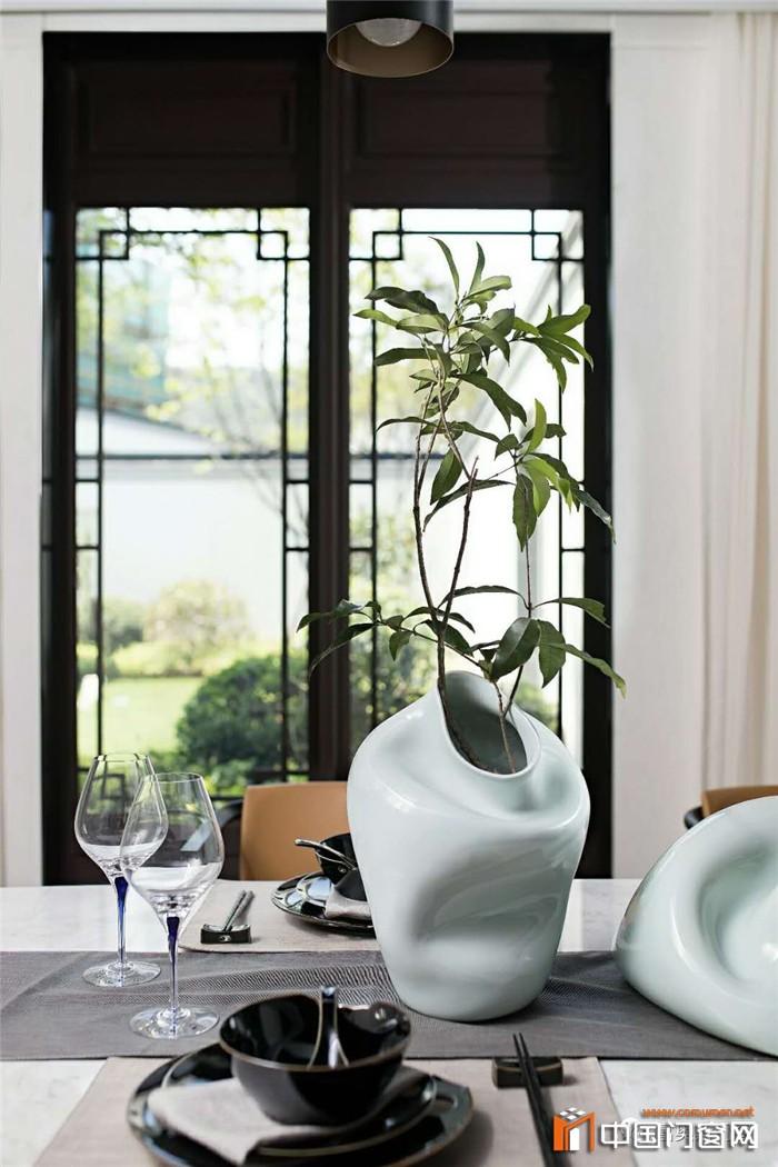 富奥斯新中式风格门窗,为你打造奢华时尚空间