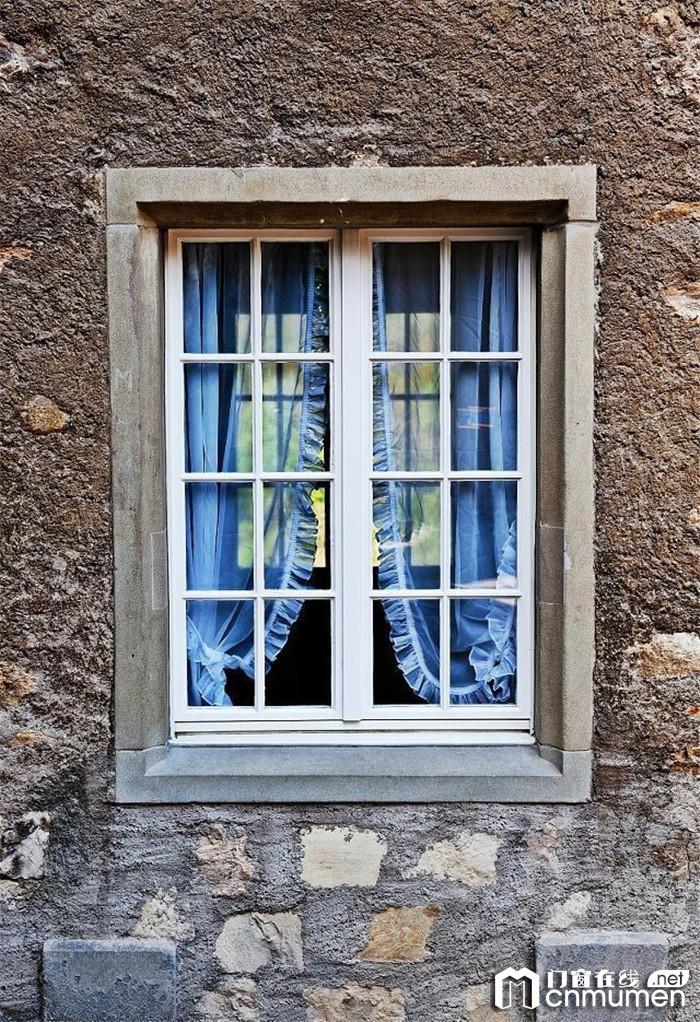 门窗选择注意事项,安全是首要考量因素!