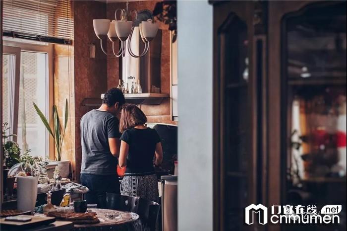 家庭的幸福感来自厨房,亿合全防护门窗让你对厨房倾心倾情!
