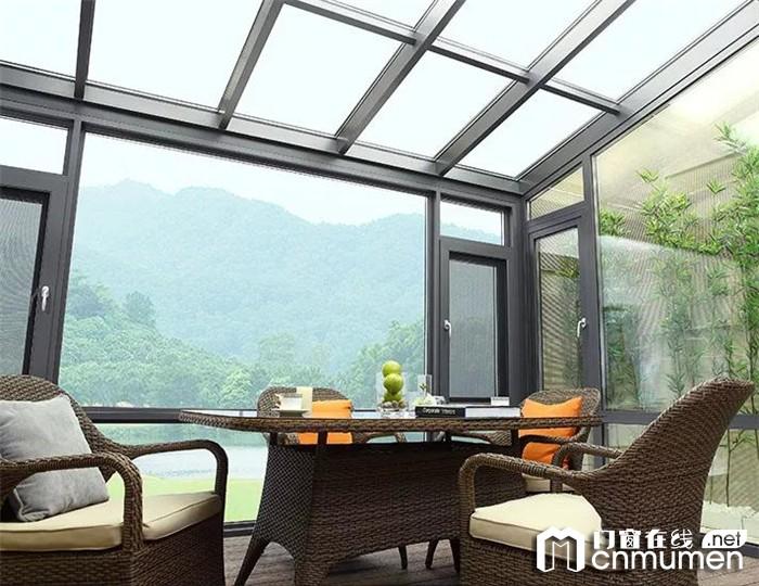 皇派门窗让阳光房成为宁静的桃花源,尽享静谧时光