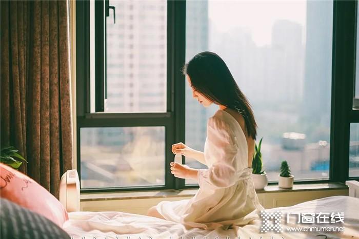 想脱单,那就赶紧给家换上红橡树门窗吧,爱她就给她一个净音的家
