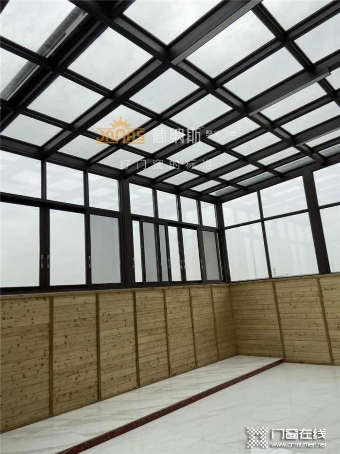 用简纳斯门窗装修的阳光房竣工啦,在午后悠闲惬意的享受日光浴吧