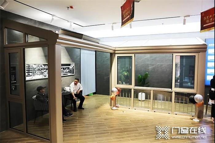 """罗兰西尼吉首旗舰店新店开业!从此开启一段关于""""家""""的崭新旅程"""