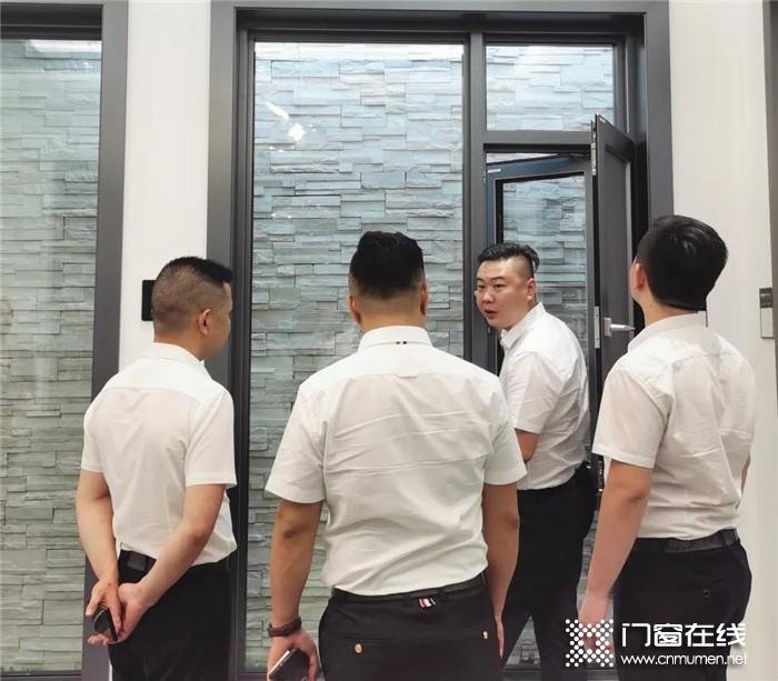德技优品门窗董事长雷少军先生到访浙江温岭门店,双方进行深入学习交流