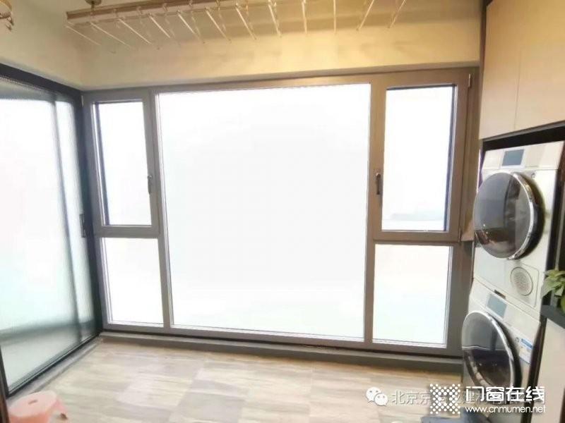京港亚门窗