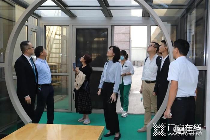 热烈欢迎广西自治区领导莅临富轩门窗总部参观考察!
