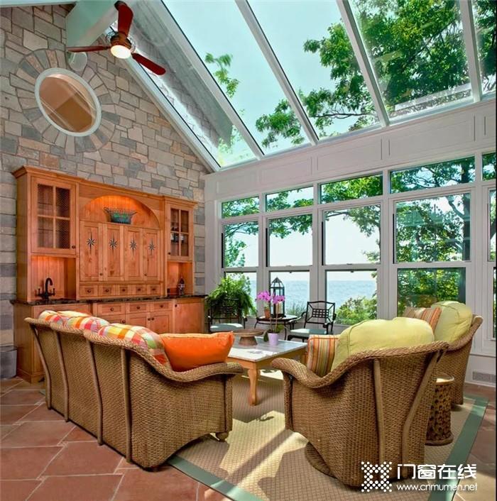 打造温暖又温馨的阳光房,就选择富轩门窗