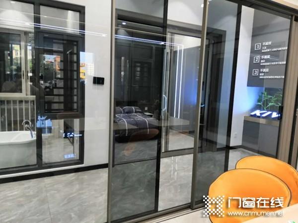 金云雀门窗:新型门窗中挺防水工艺