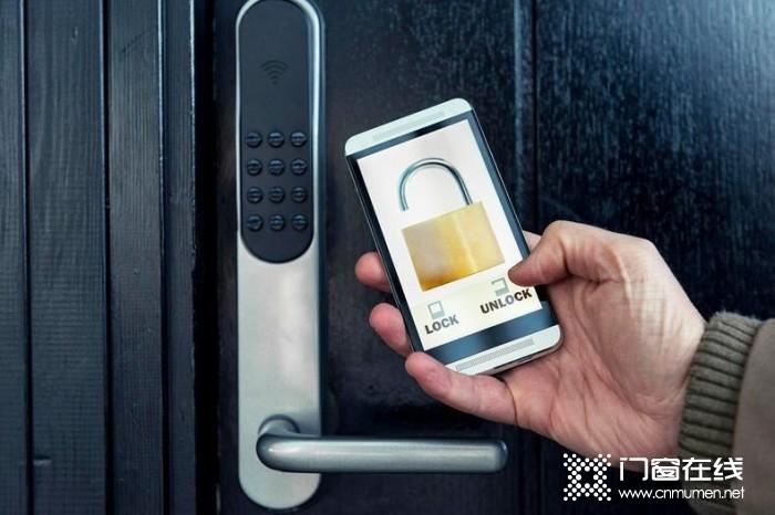给老年人购买智能门锁需要注意什么?